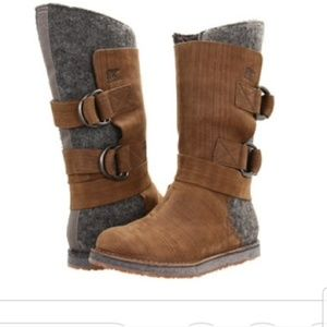 Sorel Chipakho grey tan strappy tall boots 6